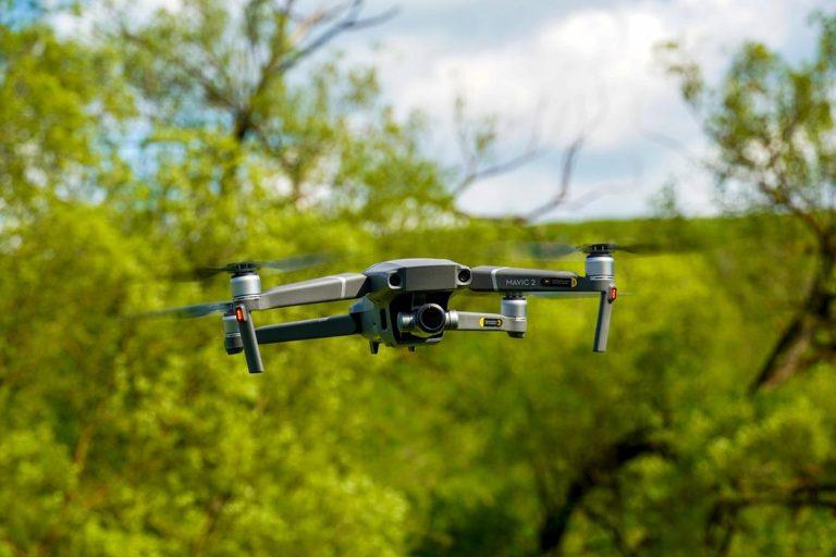 W jakich miejscach pozyskać ładowarki do dronów?